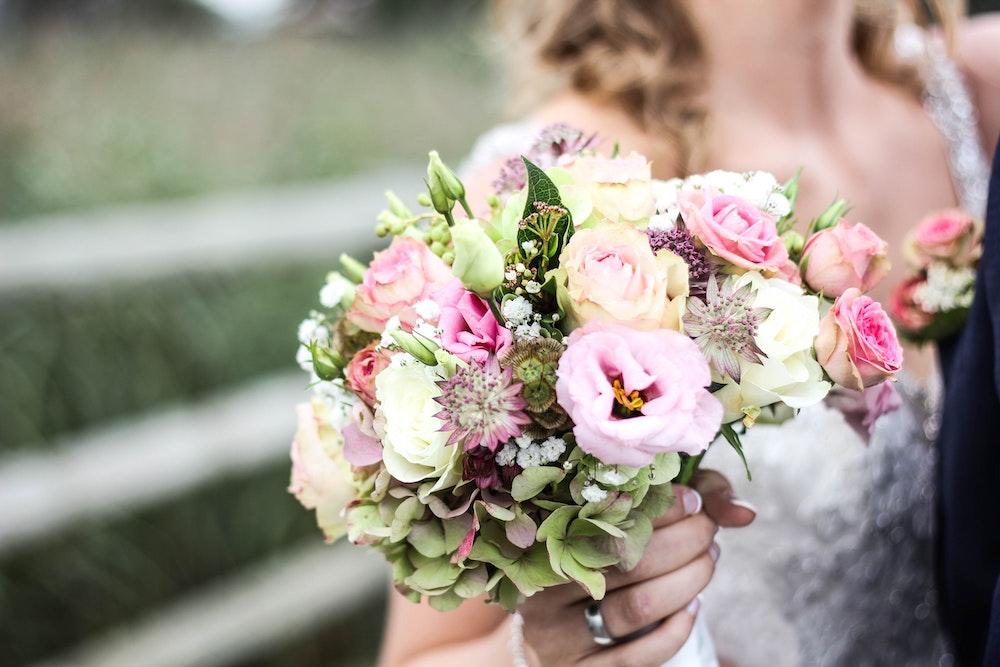 Цветы для букета невесты: правила составления букета и других торжеств