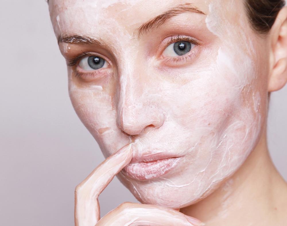 Как правильно наносить маску на лицо — основные моменты