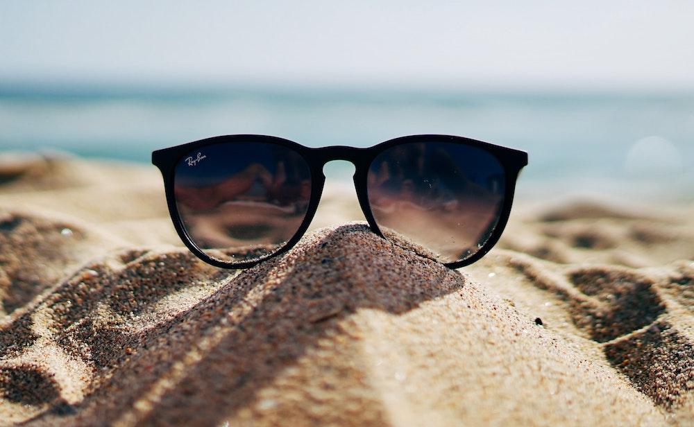 Женские солнцезащитные очки: классический выбор