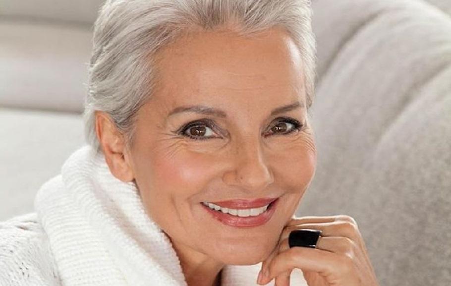 Стрижки для женщин после 50 лет: средняя длина