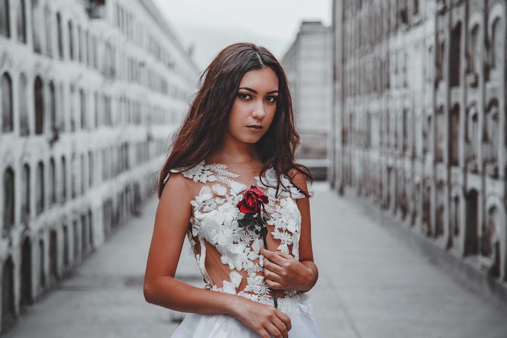 Белый цвет в одежде — не уходящий тренд лета